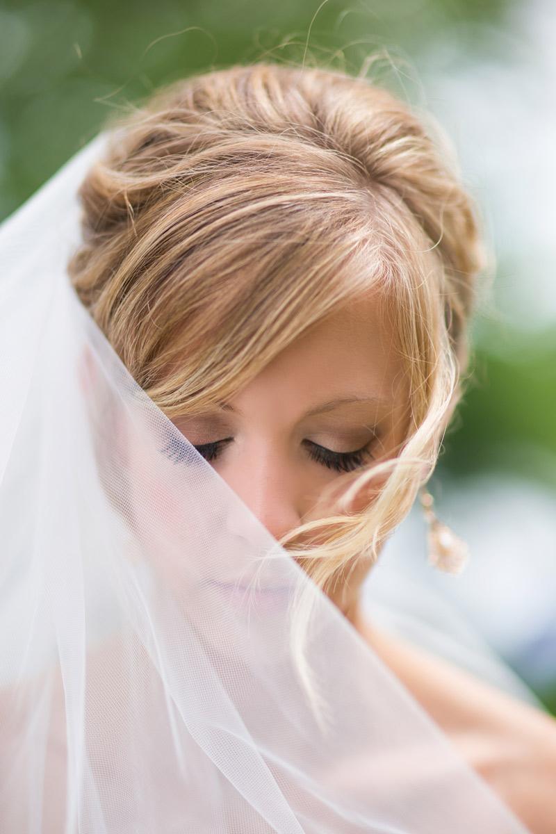 bridal-portraits-outside-wedding-veil