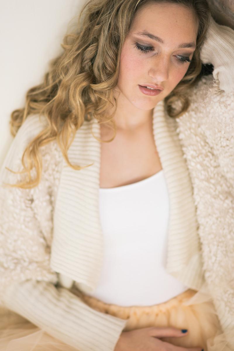 tan-sweater-senior-pictures