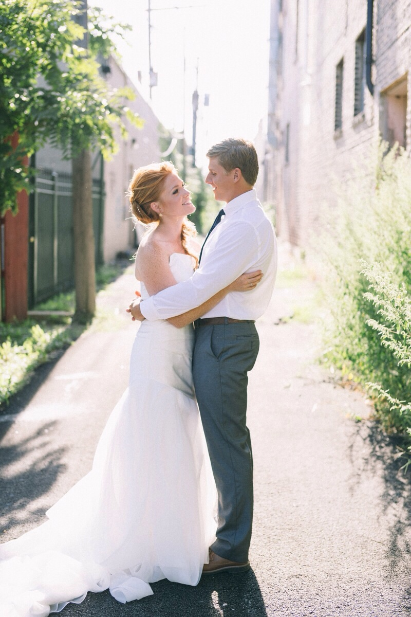 Chicago alley wedding pictures with bride and groom