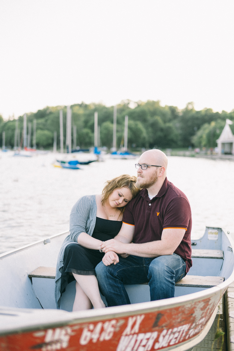 lake harriet engagement photos in a boat