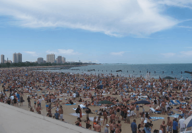 These are the typical midday weekend crowds at North Avenue Beach.