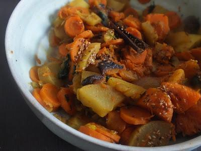 Tajine de légumes d'hiver et de fruits secs : Potiron, carottes, navet