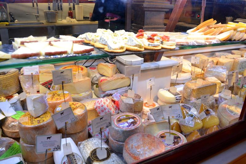 Mercado de San Miguel Madrid Spanje Queso, kaasjes