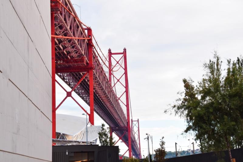rode brug Ponte 25 de Abril www.jaimyskitchen.nl