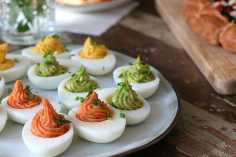 Paas recepten gevulde eieren met avocado kerrie en tomaat www.jaimyskitchen.nl