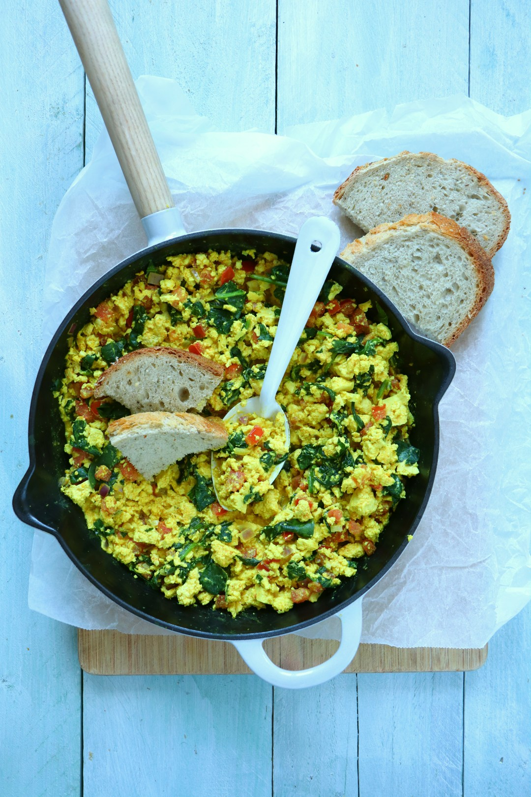 Recept vegan scrambled tofu met spinazie www.jaimyskitchen.nl