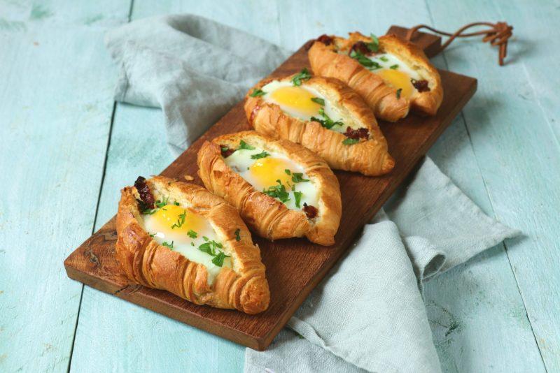 Gevulde croissants met ei recept www.jaimyskitchen.nl