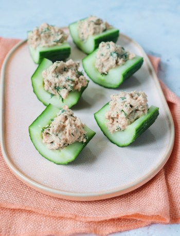 Komkommer bootjes met zalm salade www.jaimyskitchen.nl