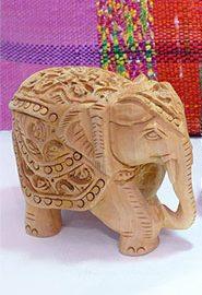Éléphant sculpté en bois