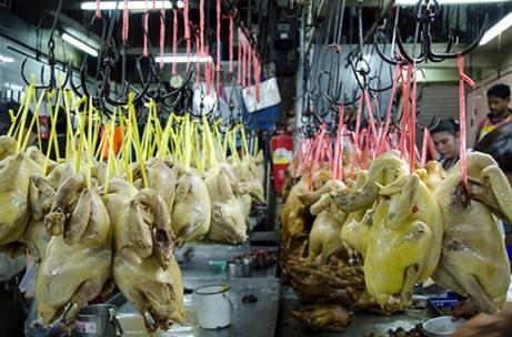 Canard en phase de laquage - marché de Bangkok