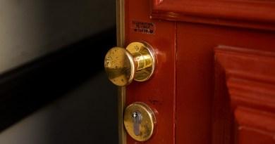 Door Knob Door Handle Input House  - Morgengry / Pixabay