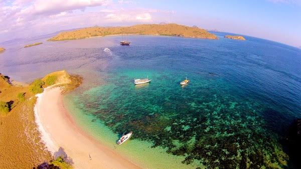 pink beach - jakarta traveller, jakartatraveller.com