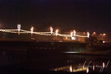 most dębnicki w świątecznej nocnej szacie