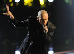 Tony Vincent performs on the Voice