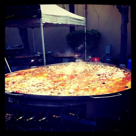 Now that's a pan of Paella…