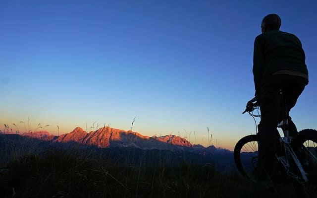 Co to jest rower crossowy? Zasady doboru roweru crossowego