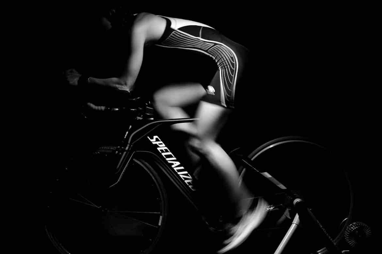 Rower stacjonarny vs zwykły. Co lepsze?