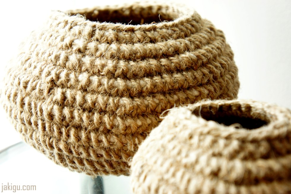 Round Crochet Bowl in Jute
