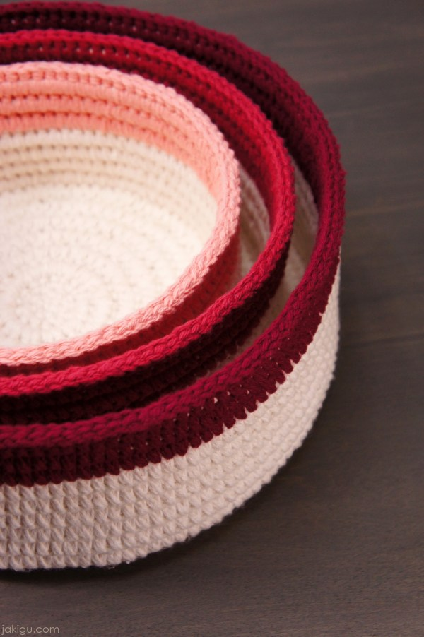 Would you like to make sturdy, durable crochet baskets? With this detailed picture guide, you can!
