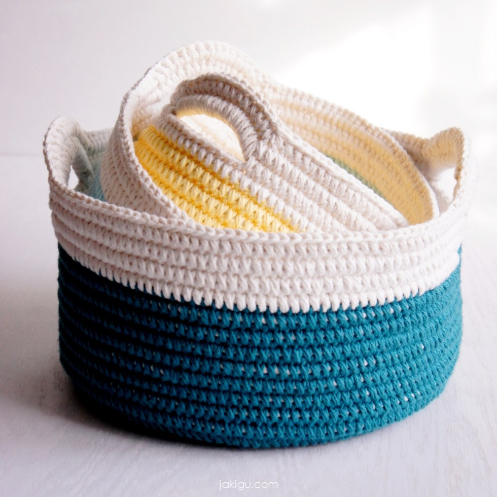 Crochet baskets with handles - a DIY crochet project for beginners