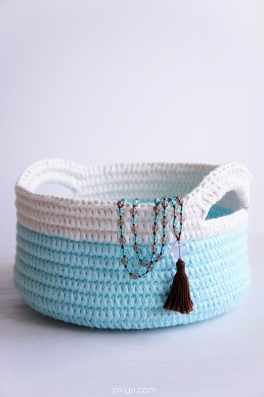 Pattern preview for simple yet durable stacking crochet baskets with handles. Leave a comment for a 50% off coupon!