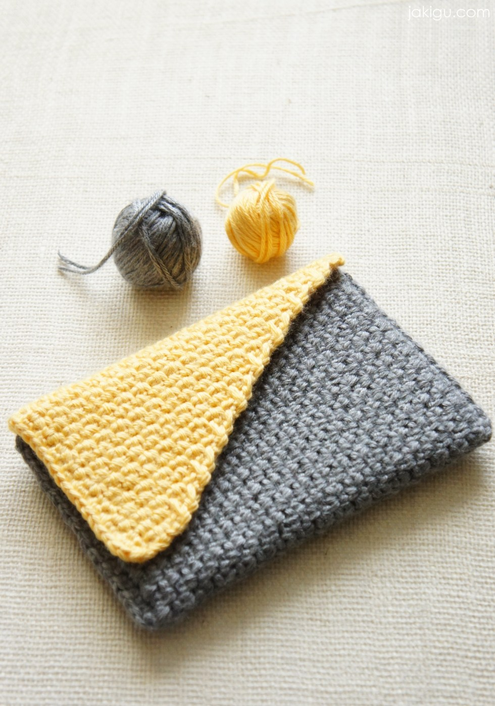 Colorblock crochet clutch by jakigu.com / crochet journal cover / crochet bag