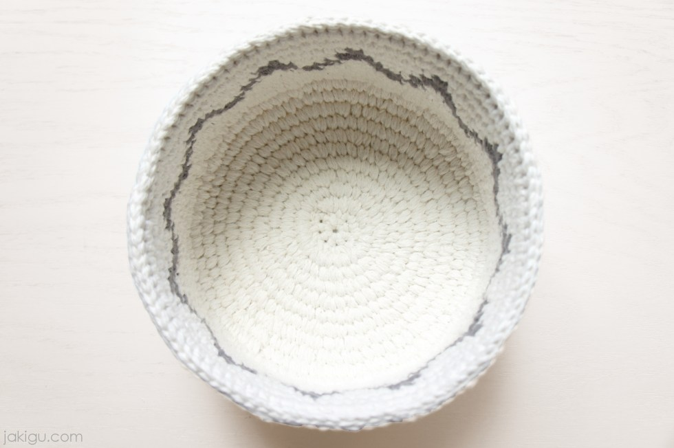 Coiled crochet basket by jakigu.com