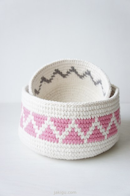 Geometric crochet basket by jakigu.com