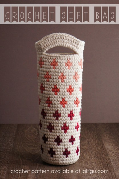 Crochet Gift Bag /// detailed instructions and crochet pattern by jakigu.com