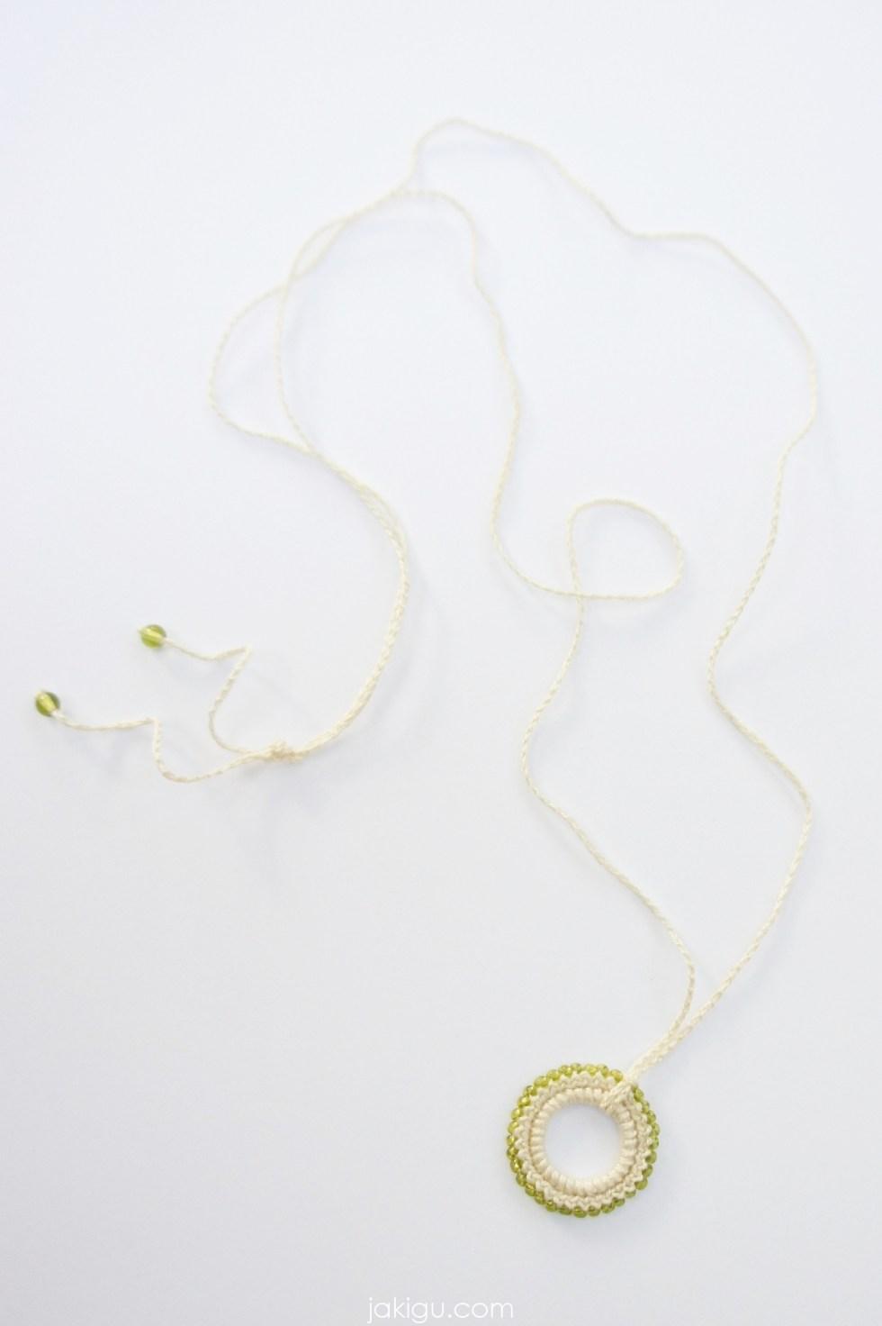 Beaded crochet pendant - free crochet pattern by jakigu.com