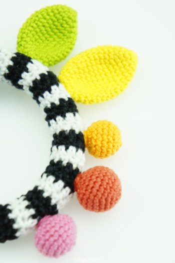 High Contrast Baby Toy | jakigu.com crochet pattern
