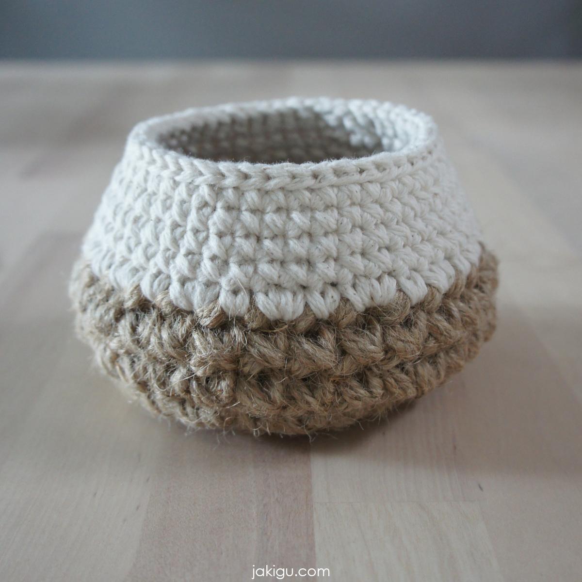 Tiny Jute and Cotton Basket | | jakigu.com crochet pattern