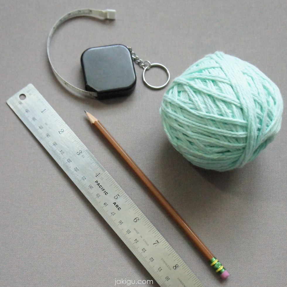 tools to determine wraps per inch | jakigu.com | tape measure, ruler, pencil, and yarn