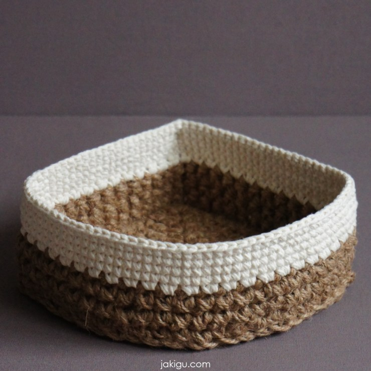 jakigu.com | corner jute and cotton crochet basket