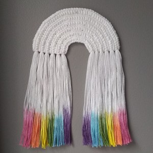 crochet rainbow with dip dyed fringe | instalinks on jakigu.com