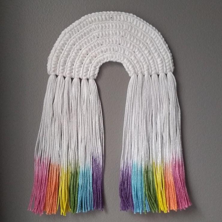 crochet rainbow with dip dyed fringe | instalinks on jakigu.com