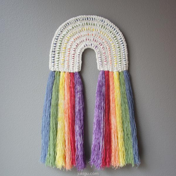 crochet wall hanging with rainbow fringe | jakigu.com instalinks