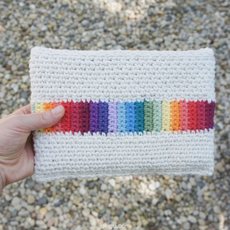 jakigu.com | rainbow crochet bag or clutch