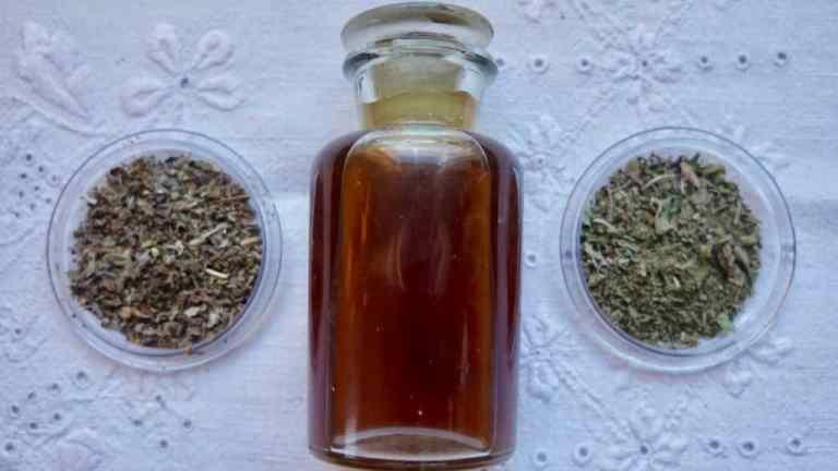 Domowy płyn do płukania ust ziołowy, bez fluoru