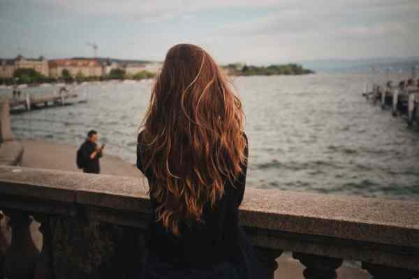 Jak szybko wysuszyć włosy? 10 prostych sposobów