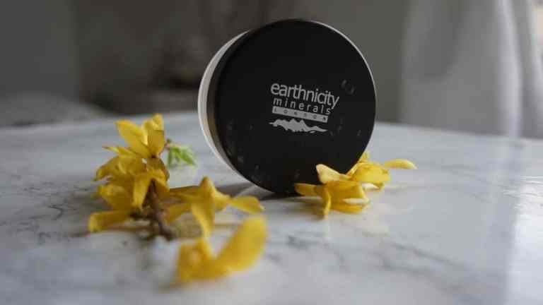 Earthnicity Minerals, puder mineralny Silk Glow