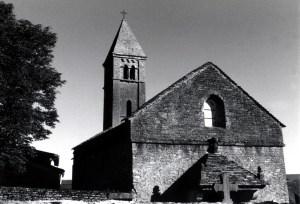 Klein-Dorf-Kirche-außen