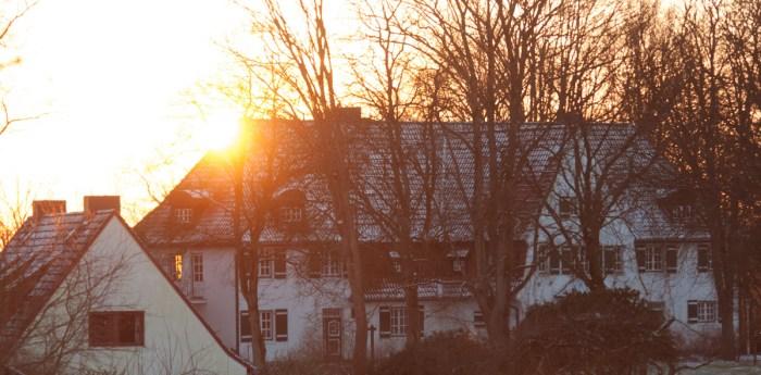 Und dahinten: Das alte Gutshaus. Da war ich immer mit Konfirmanden zu Gast, bevor ich hier Anwohner wurde.