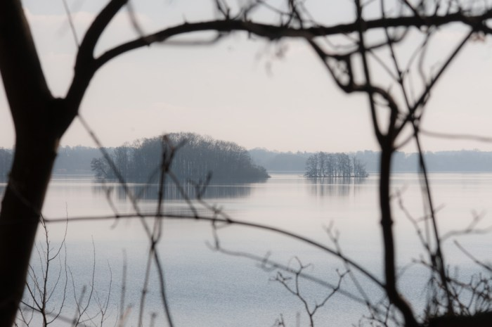 Seen, bewaldete Inseln und eine kalt-klare Luft.