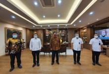 Photo of Bertemu Menko Perekonomian, Dirut PT RNI Beri Penjelasan Tentang Holding BUMN Pangan