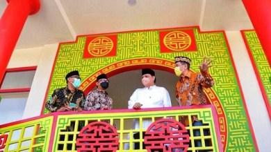 Photo of MenkoPerekonomian Airlangga Resmikan Masjid Etnik Tiongkok Tine Tang di Bogor