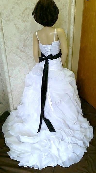 white trumpet flower girl dress