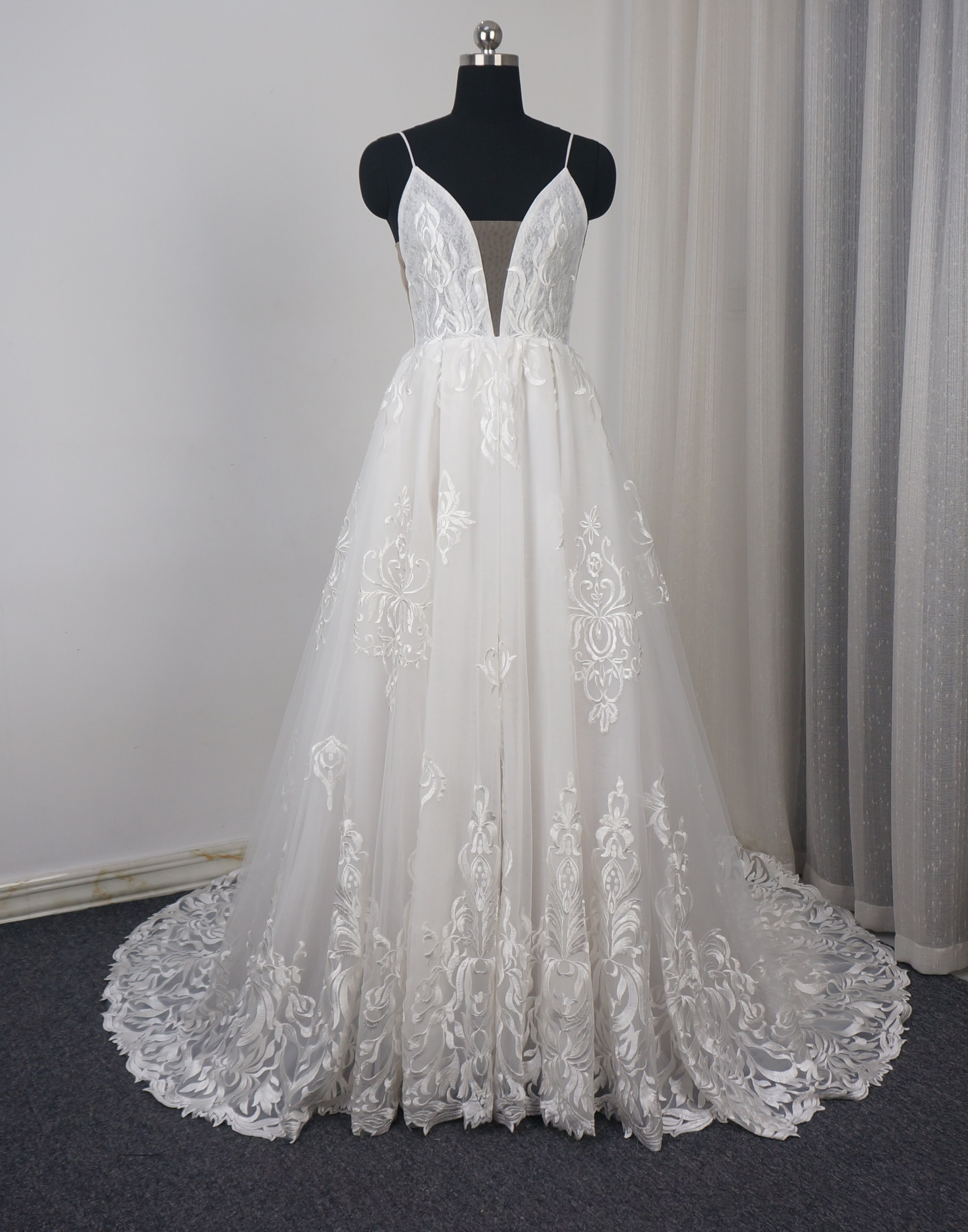 size 40 top quality really comfortable Lace spaghetti strap wedding dresses 2019 with lace medallions.
