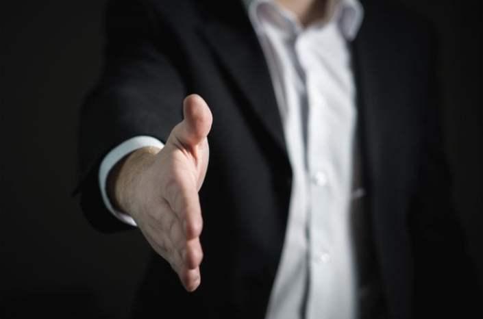 Jak skutecznie sprzedawać? Etapy i strategie sprzedaży