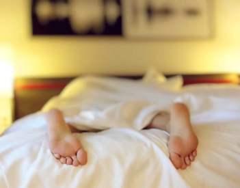 Jak spać żeby się wyspać? Jak poprawić jakość snu?
